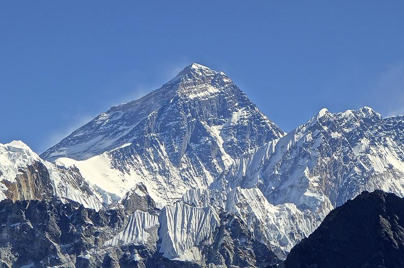 قمة إيفرست - أعلى الجبال في العالم