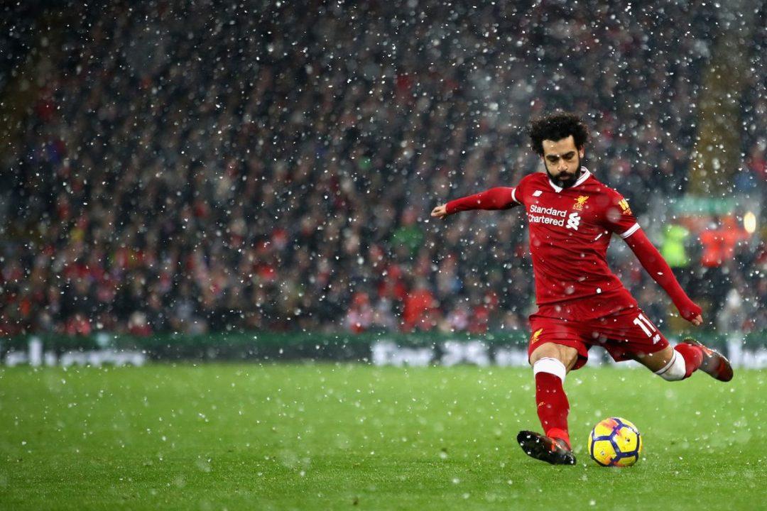 محمد صلاح يصوب الكرة