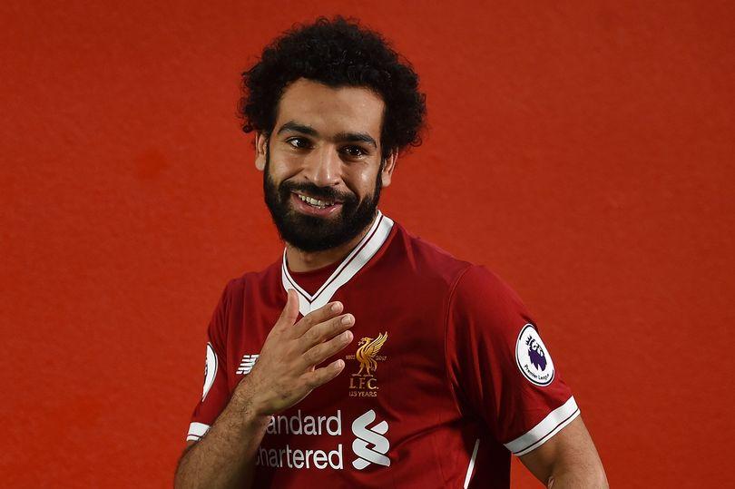 محمد صلاح بقميص نادي ليفربول الإنجليزي