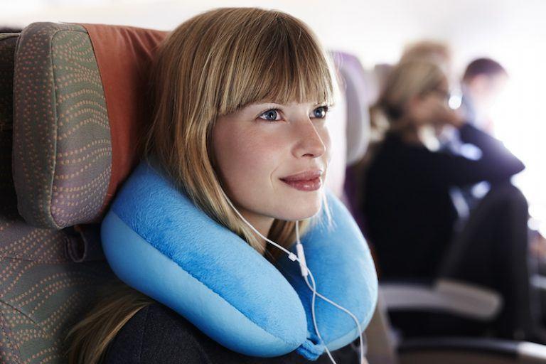 مضيفات الطيران تكشفن سر النوم أفضل على الطائرة 4