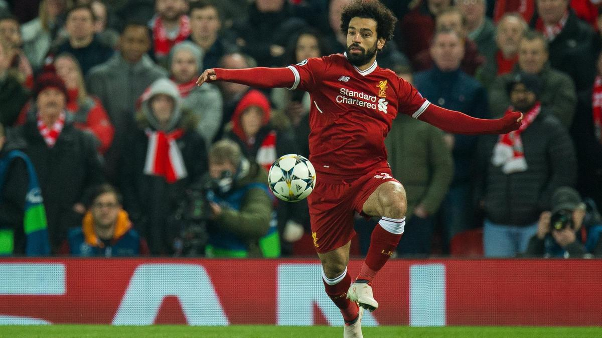 محمد صلاح يستقبل الكرة