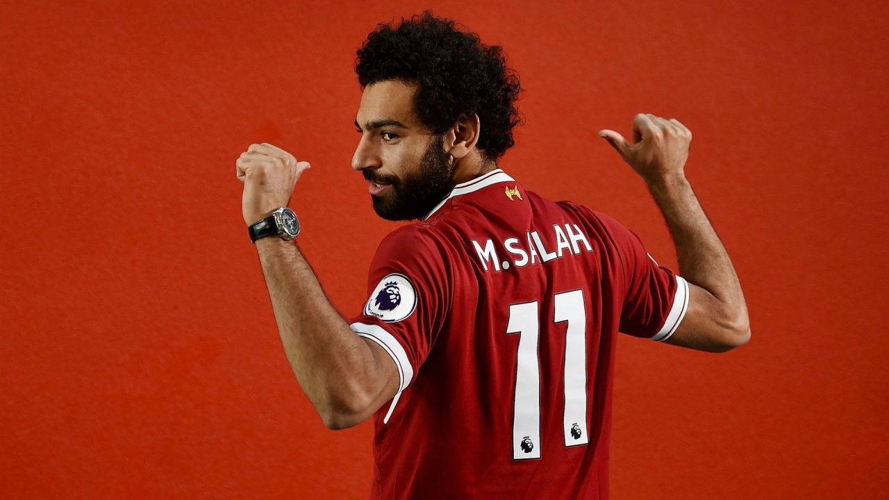 محمد صلاح مع قميص ليفربول