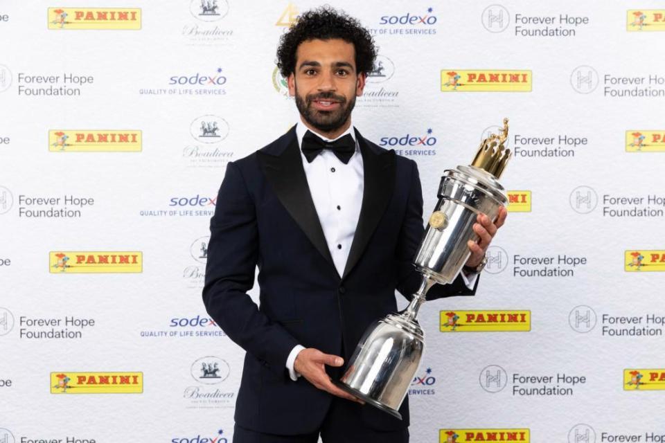 خلفيات محمد صلاح مع جائزة أفضل لاعب في الدوري الانجليزي