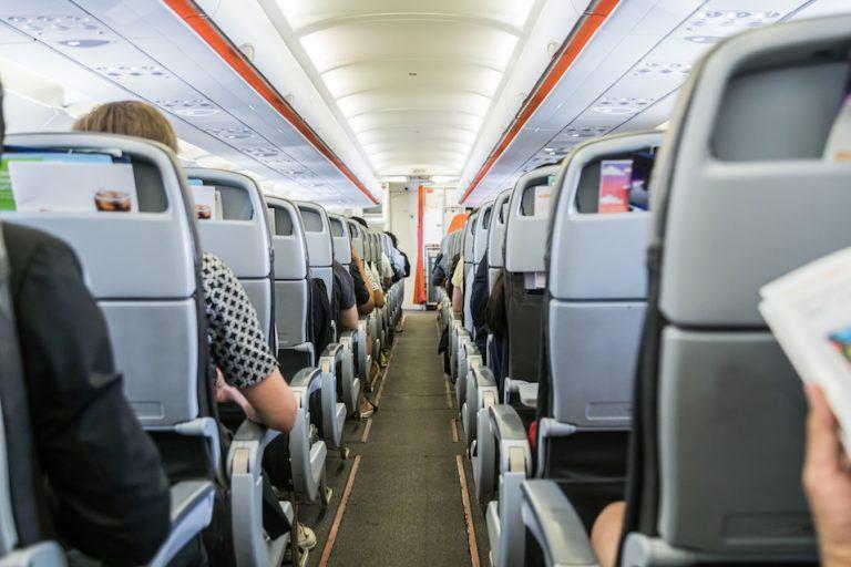 مضيفات الطيران تكشفن سر النوم أفضل على الطائرة 11