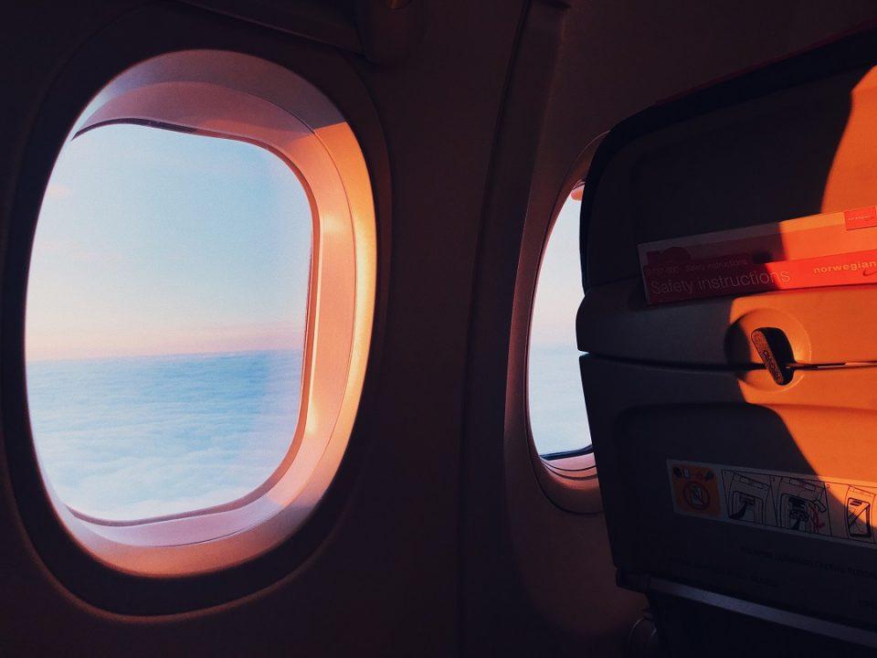 مضيفات الطيران تكشفن سر النوم أفضل على الطائرة 3