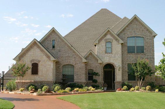 بيت متعدد الطوابق بتصميم حجري