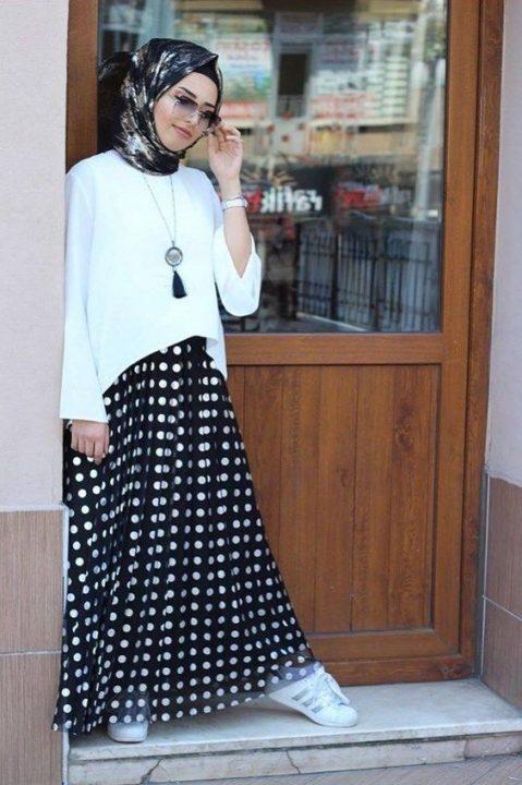 جيبة محجبات سوداء منقطة أبيض جميلة