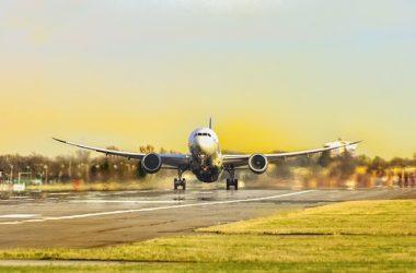 كيف تتجنب الرسوم الخفية لدى شركات الطيران 1