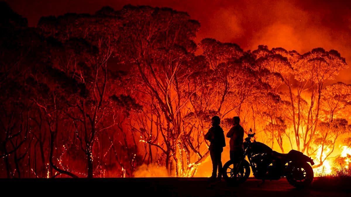 الدخان من الحرائق الأسترالية يجوب سماء العالم 1