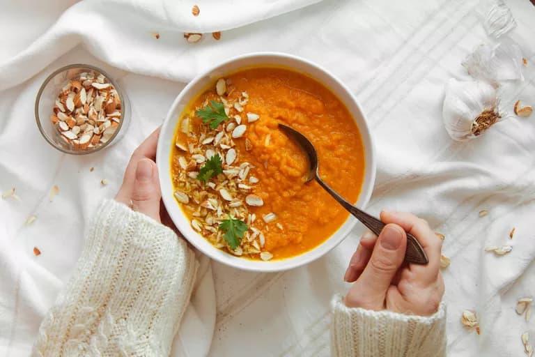 5 خطوات لطهي حساء صحي في المنزل