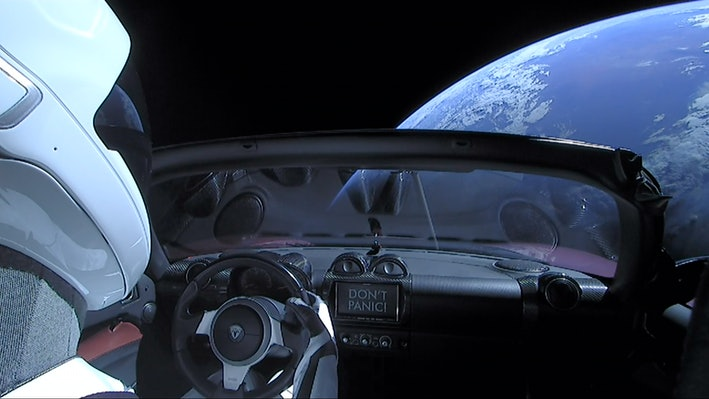 أين ذهب Starman؟ مركبة إيلون ماسك تتجاوز المريخ 1